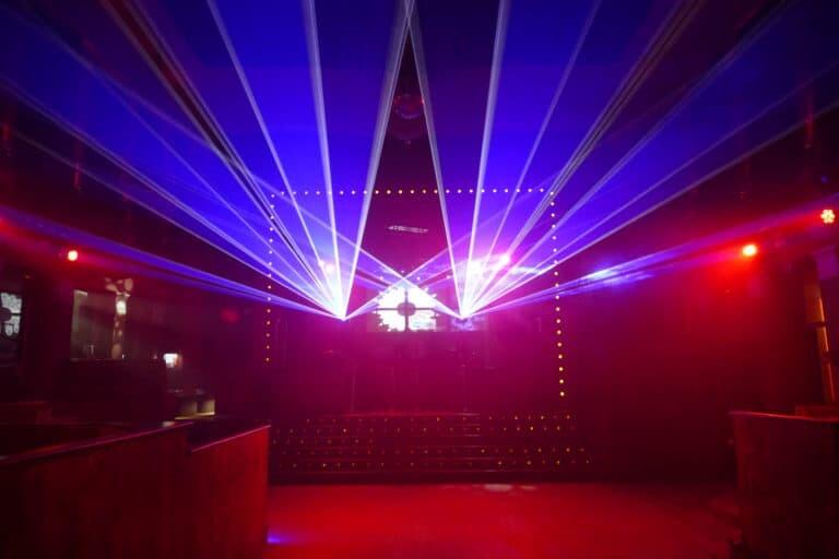 Lasery na żywo na dyskotece