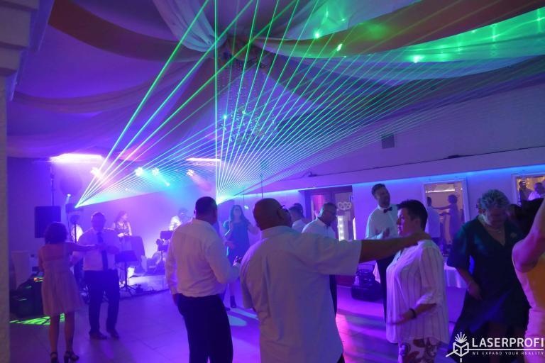 Lasery zielone na sali weselnej