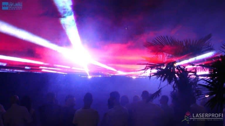 Pokaz laserów na weselu grudziądz plaża płaszcz laserowy czerwono biały