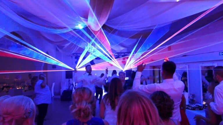 Pokaz laserów na weselu taniec weselny