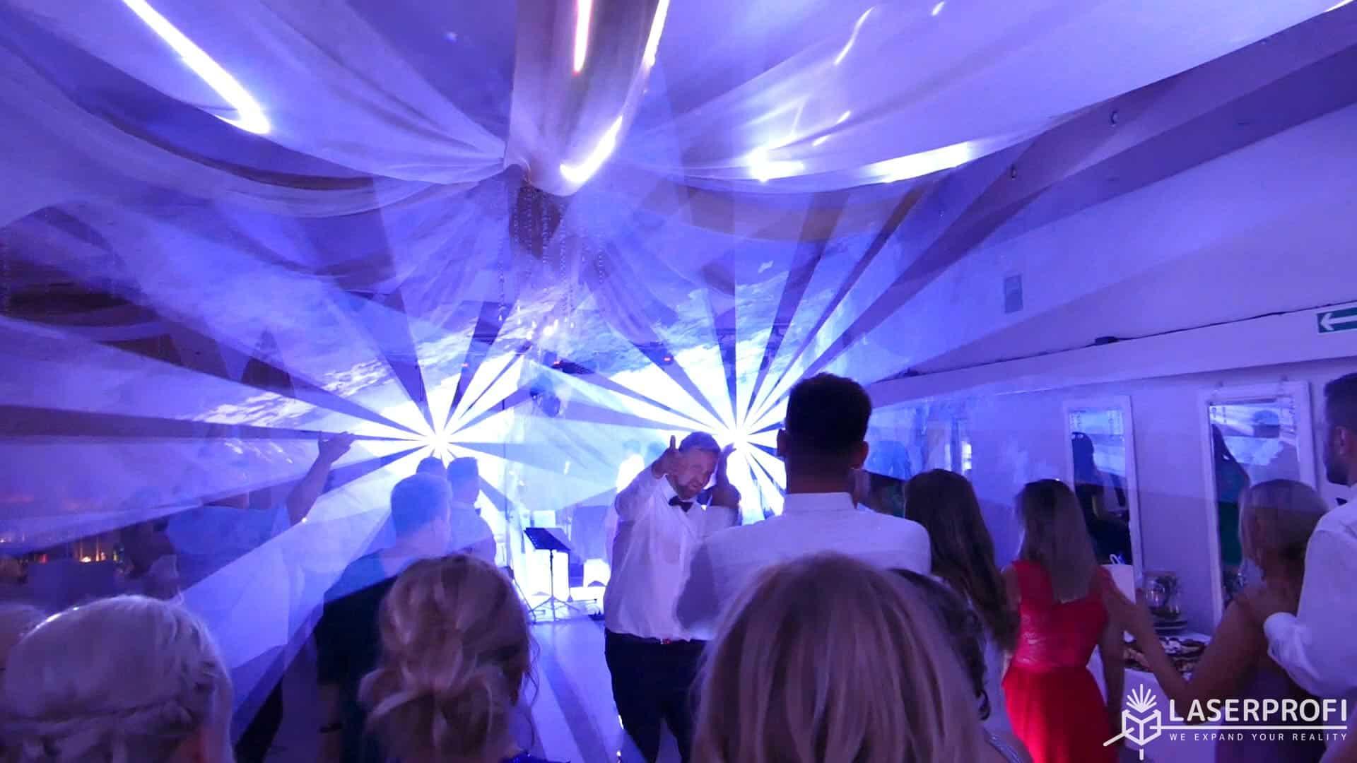 Pokaz laserów na weselu wachlarz laserowy