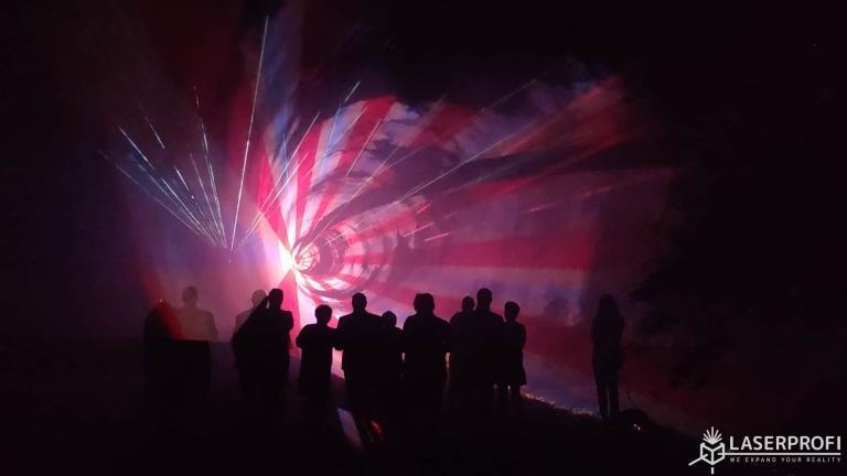 Pokaz laserów na 60 urodziny - czerwono biały tunel przestrzenny