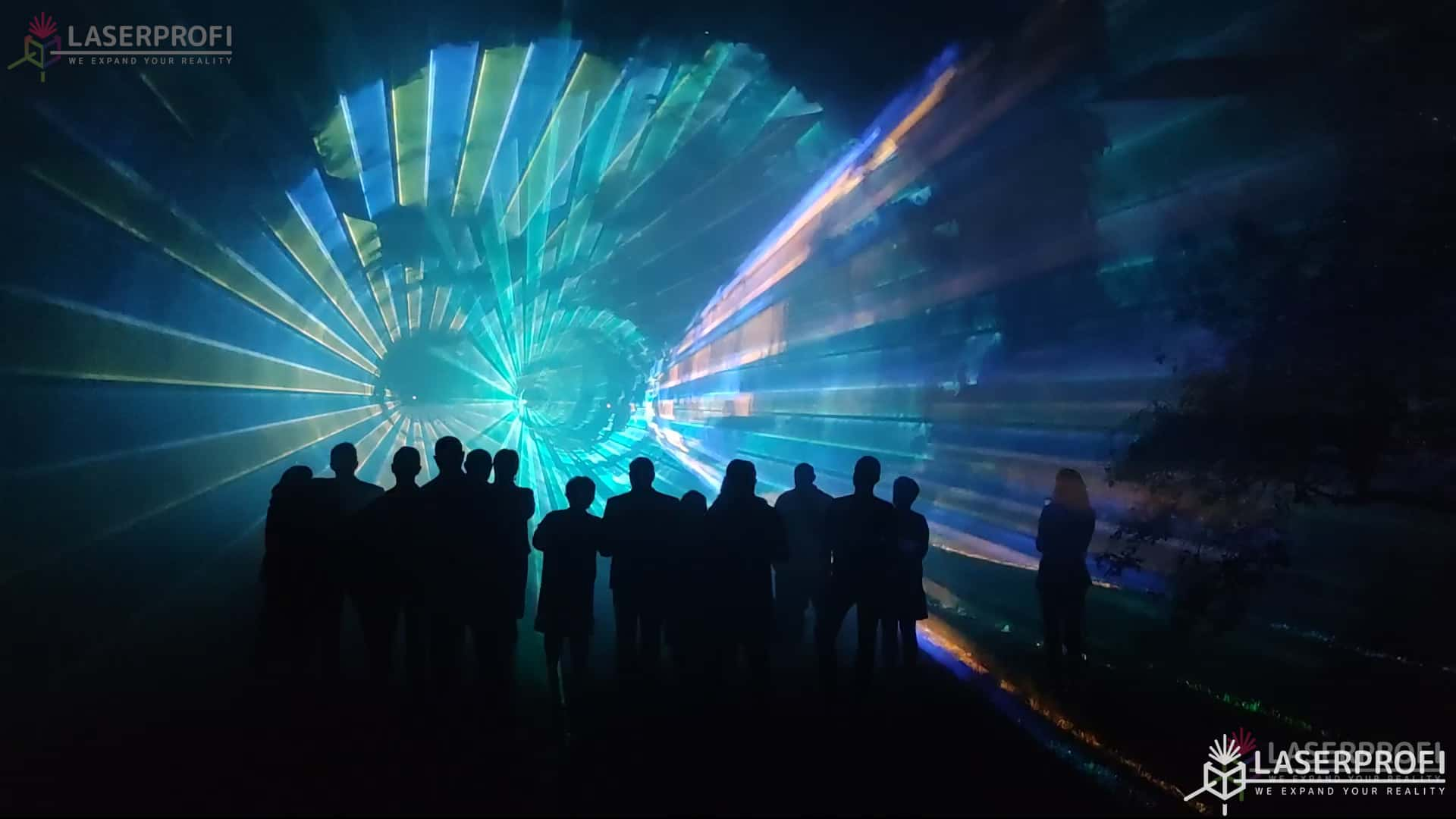 Pokaz laserów na 60 urodziny - niebieskie laserowe tunele