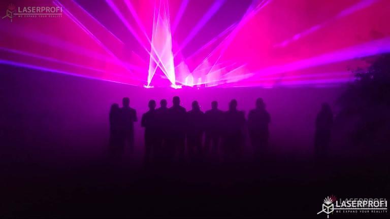 Pokaz laserów na 60 urodziny - wachlarze różowe