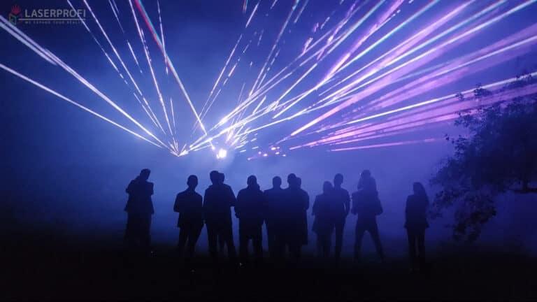 Pokaz laserów na 60 urodziny - wiązki laserowe