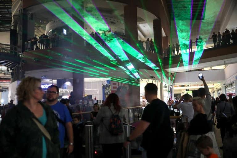 Pokaz laserowy na żywo w galerii w Krakowie