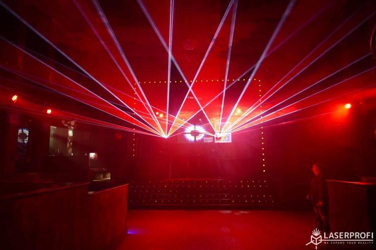 Pokaz laserowy na żywo w klubie