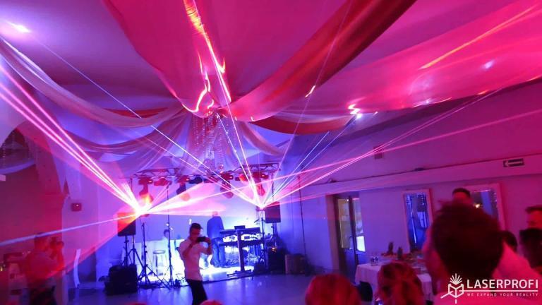 Pokaz laserowy przestrzenny na weselu czerowone lasery