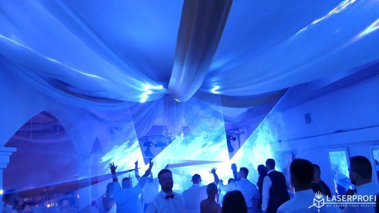 Pokaz laserowy przestrzenny na weselu jasny niebieski tunel przestrzenny