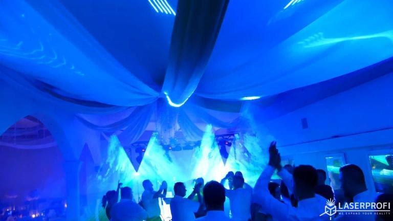 Pokaz laserowy przestrzenny na weselu niebieski tunel laserowy
