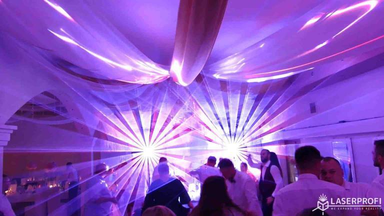Pokaz laserowy przestrzenny na weselu tunel laserowy