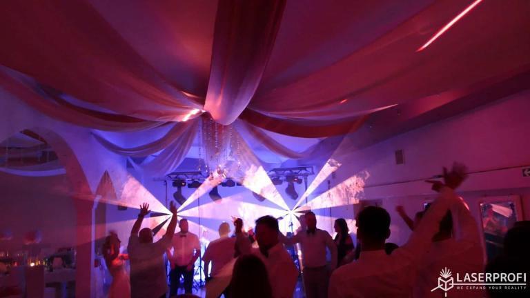 Pokaz laserowy przestrzenny na weselu wiatrak laserowy