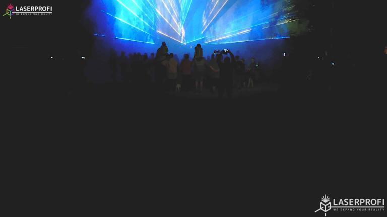 Pokaz laserowy przestrzenny - niebieskie lasery