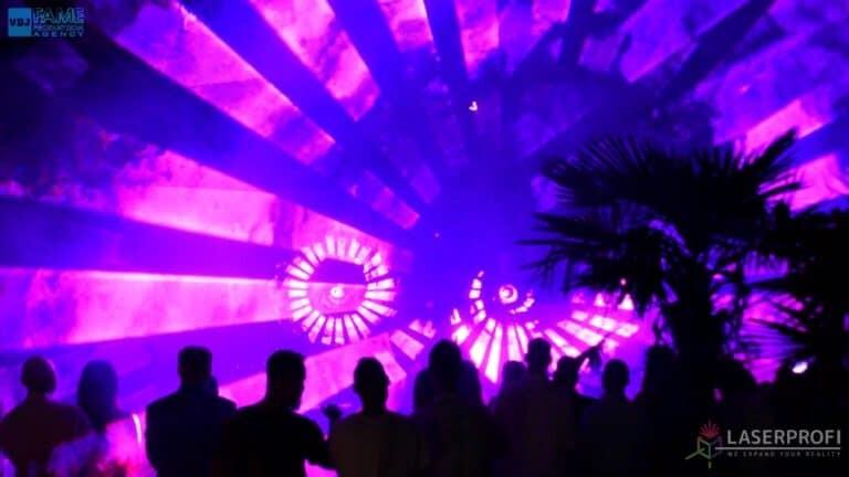 Pokaz laserowy wesele grudziądz plaża fioletowy wachlarz laserowy