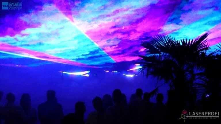 Pokaz laserowy wesele grudziądz plaża niebieski płaszcz laserowy