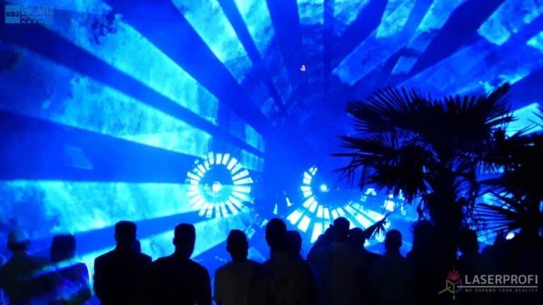 Pokaz laserowy wesele grudziądz plaża niebieski wachlarz laserowy