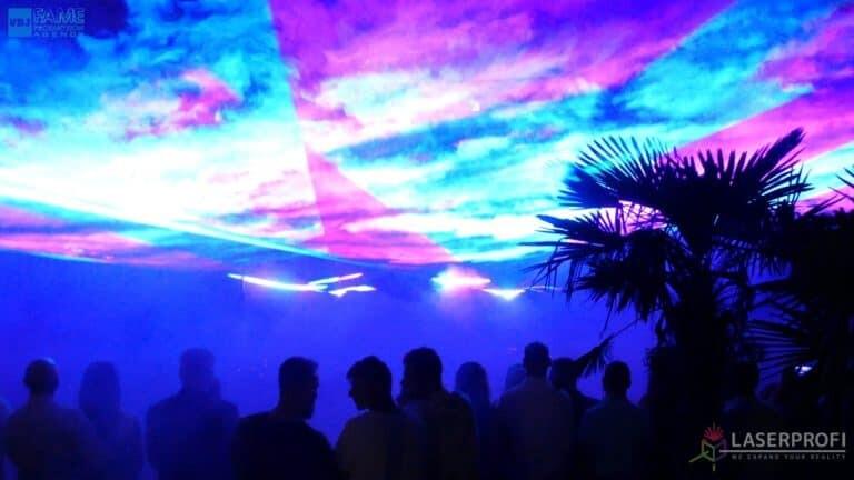 Pokaz laserowy wesele grudziądz plaża niebo z laserów