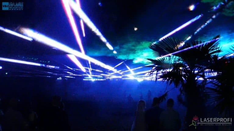 Pokaz laserowy wesele grudziądz plaża wiązki laserowe nad głowami