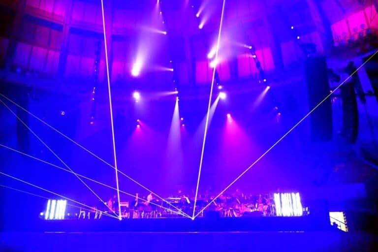 Pokaz laserowy z filharmonią na koncercie