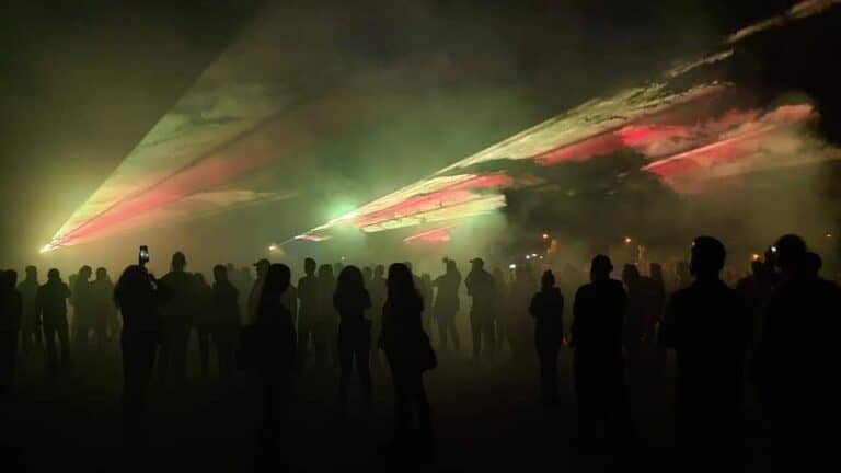 Przestrzenny pokaz laserów wieliszew