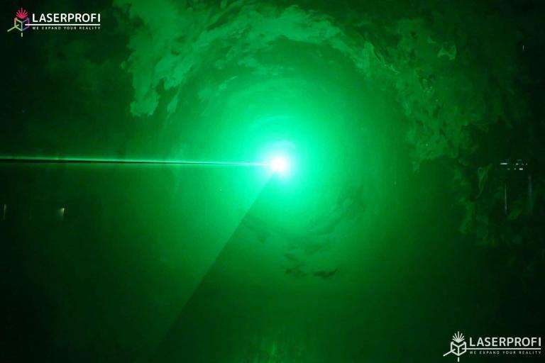 Przestrzenny pokaz laserowy zielony tunel laserowy