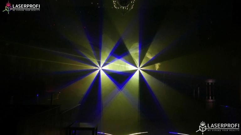 Przestrzenny pokaz laserowy żółty wachlarz laserowy