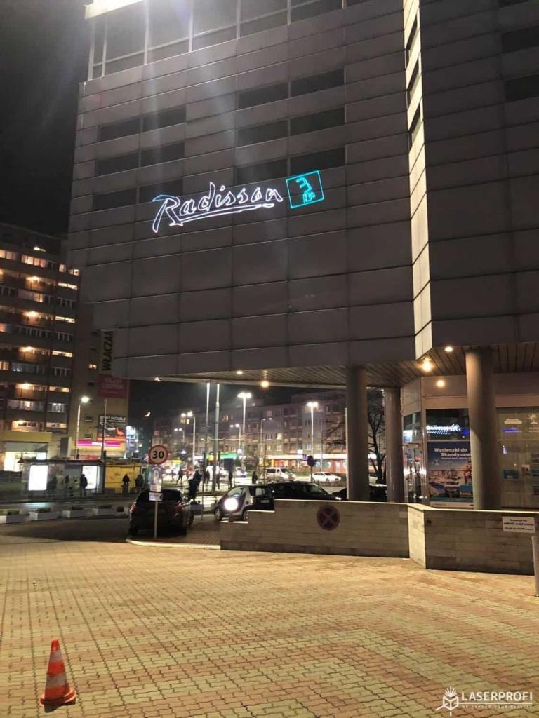 Reklama laserowa hotelu radisson