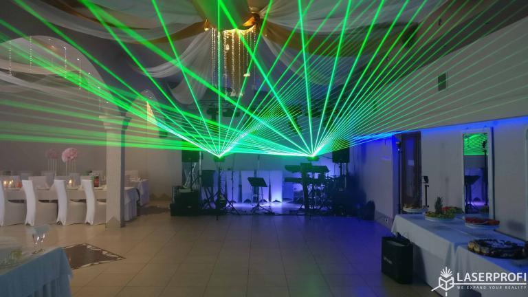 Wachlarz promieni laserowych zielonych na weselu