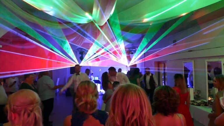 Wachlarze laserowe na weselu sesja zdjęciowa