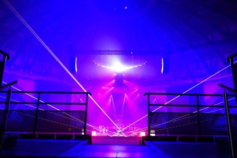 Wiązki laserowe na koncercie