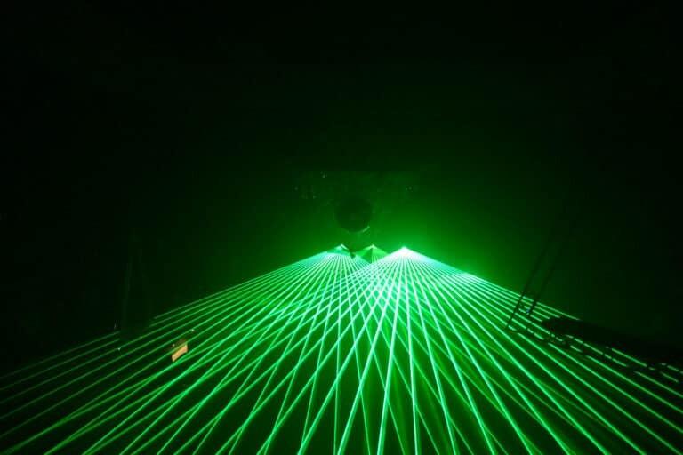 ZIelone lasery na dyskotece na żywo