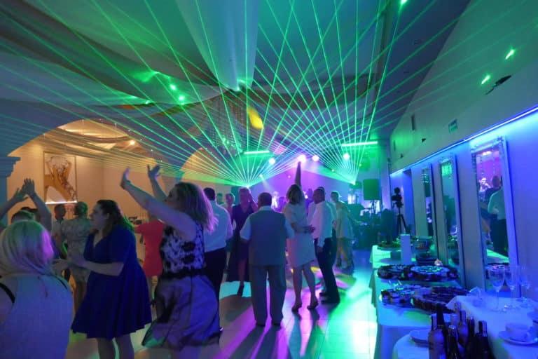 Zielone lasery na weselu