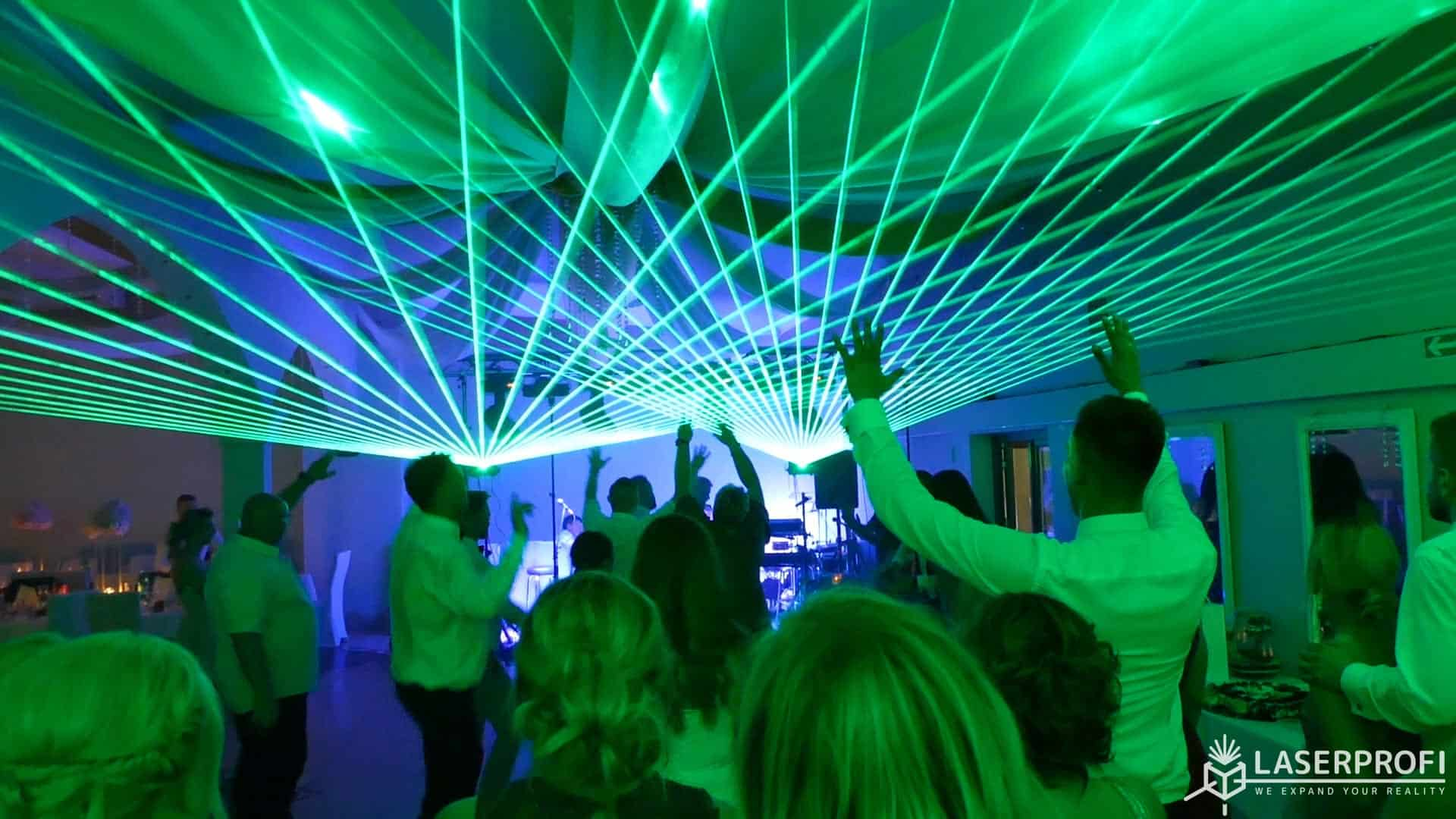 Zielone wiązki laserowe - wesele