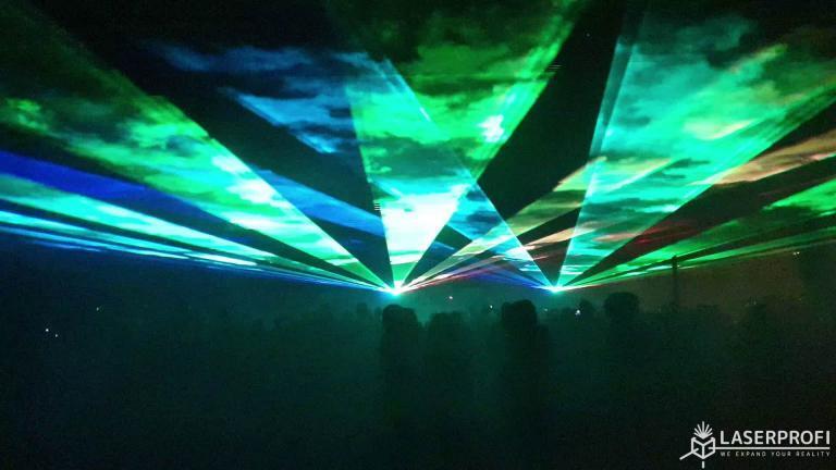 fajerwerki laserowe w plenerze