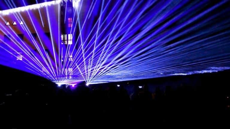 laserowa ściana z wiązek laserowych
