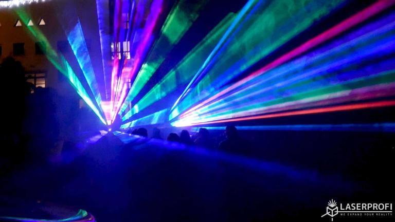 multikolorowy wachlarz laserowy