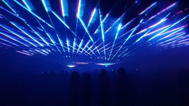 pokaz laserów w plenerze na sylwestra