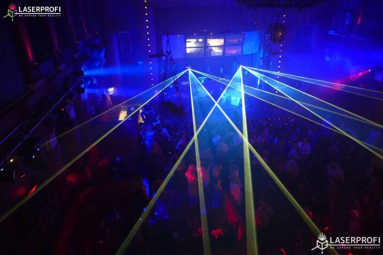 pokaz laserow na żywo wachlarz laserowy