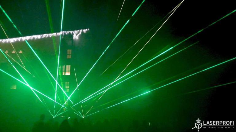 pokaz laserowy przy hotelu medi-spa