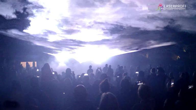 promienie laserowe na pokazie w Czaplinku