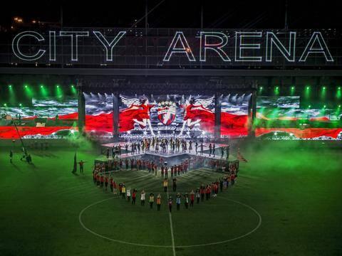 nazwa stadionu jako projekcja laserowa
