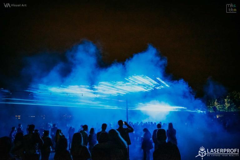 ściana laserowa niebieska pokaz w Rybniku