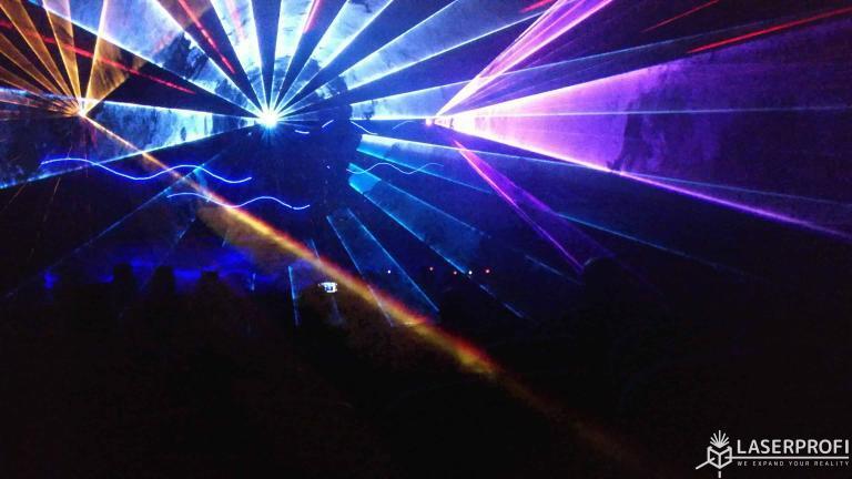 tunel laserowy na scenie