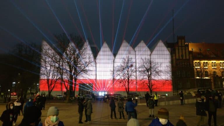 Wachlarz laserowy czerwono biały filharmonia szczecin