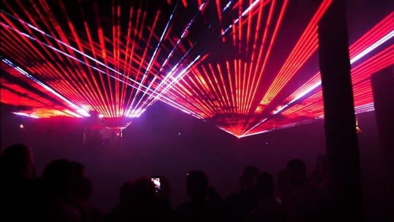 wiązki laserowe na uroczystości weselnej