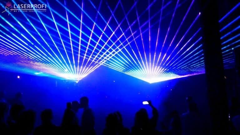 wiązki laserowe niebieskie wesele para młoda