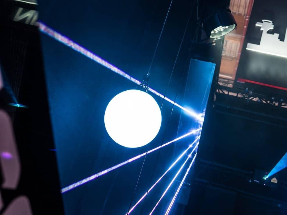 wiazka laserowa biala kvant laser